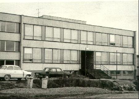 Trojpodlažní pavilon A – administrativní centrum, družina a třídy