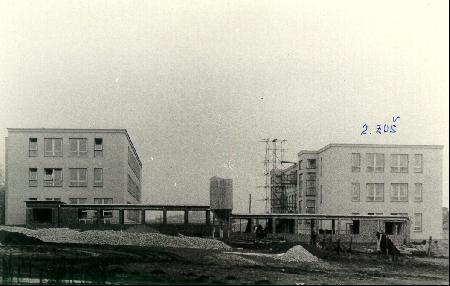 Nejstarší budova naší školy byla otevřena v roce 1963.